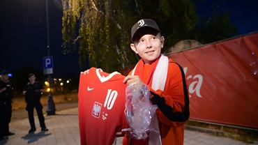 Reprezentacja Polski wróciła do Polski, a Grzegorz Krychowiak spełnił marzenie młodego kibica