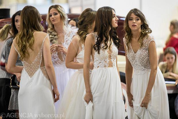 Zdjęcie numer 32 w galerii - Wizażyści, cukiernicy, pokazy mody i konkursy. Pierwszy dzień targów ślubnych Ona & On [ZDJĘCIA]