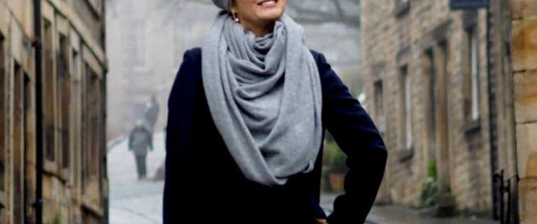Ciepłe dodatki na zimę dla dojrzałych kobiet: piękne czapki, szaliki i rękawiczki
