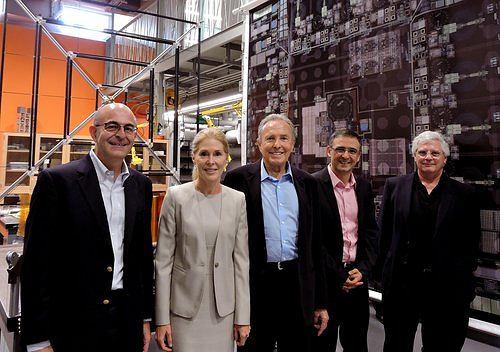 Donald i Brigitte Bren (w środku) oraz zespół zarządzający projektem Space-Based Solar Power Project