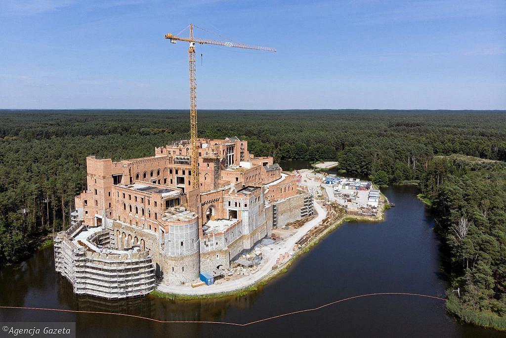 https://bi.im-g.pl/im/4b/31/1a/z27466059IH,Budowa-gigantycznego-zamku-w-Stobnicy-na-obrzezach.jpg