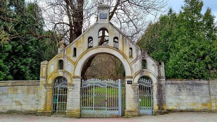 Warto wybrać się na nekropolię