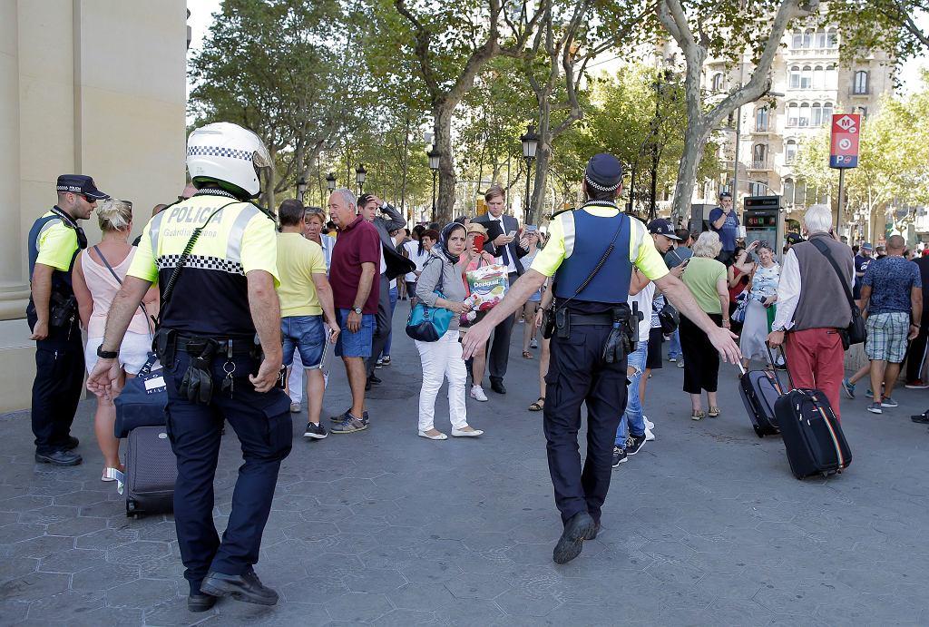 Barcelona, samochód wjechał w tłum ludzi