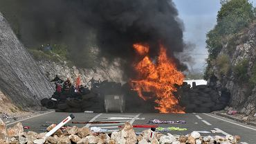 Protest w dniu intronizacji hierarchy prawosławnego. Blokada drogi