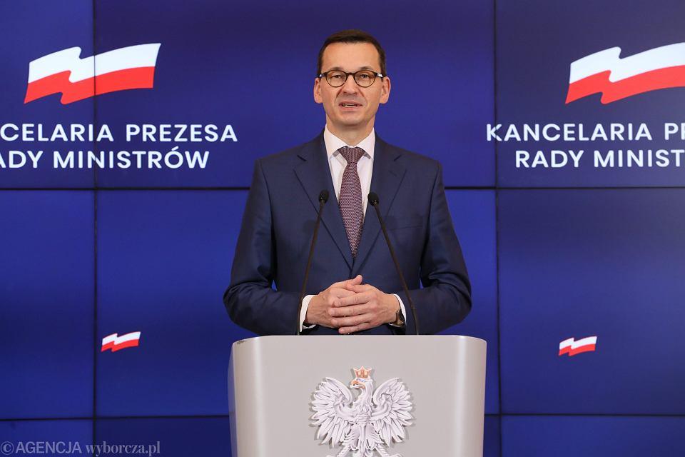 Premier rządu PiS Mateusz Morawiecki podczas konferencji prasowej. Warszawa, KPRM, 22 stycznia 2019