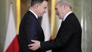 Antoni Macierewicz i Andrzej Duda podczas uroczystości zaprzysiężenia rządu PiS