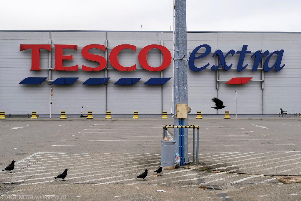 Nieczynny, opuszczony hipermarket sieci Tesco. Rzeszów, 21 listopada 2019