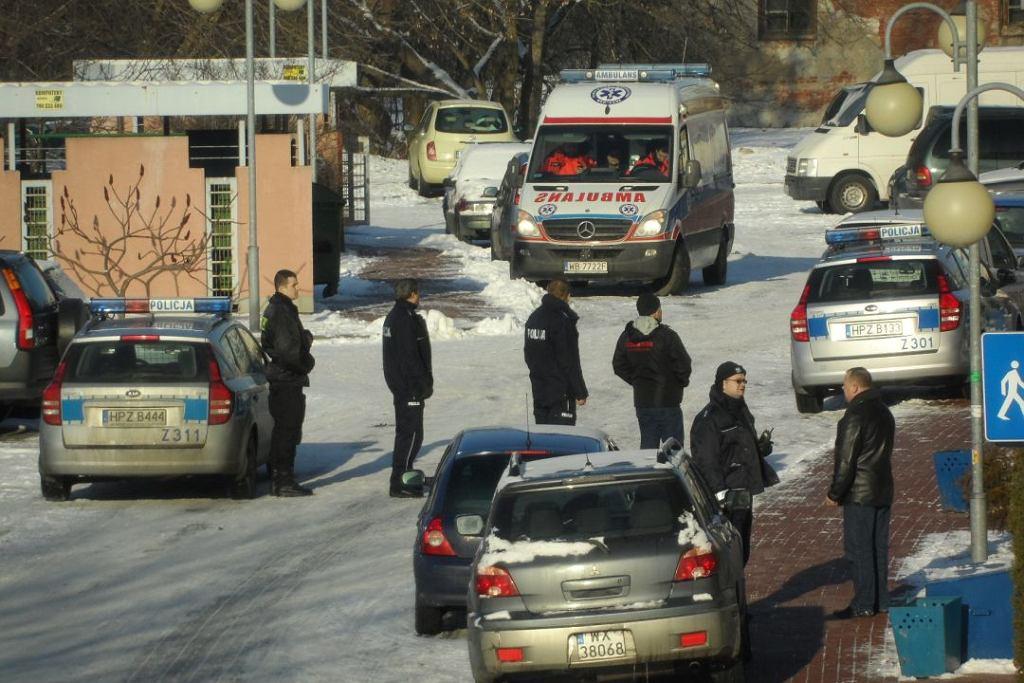 Mężczyzna zabarykadował się w mieszkaniu przy Jagiellońskiej w Warszawie. Później popełnił samobójstwo