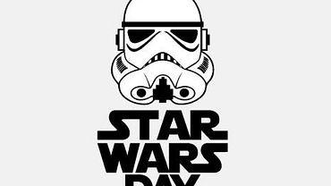 Z okazji Star Wars Day wyszperałyśmy w internecie kilka gadżetów, które ucieszyć mogą każdego fana. Ciężko wybrać z całej masy propozycji, zwłaszcza, gdy największym marzeniem jest Gwiazda Śmierci zrobiona z Lego. Albo taka prawdziwa... Postawiłyśmy jednak na gadżety skromniejsze, tańsze, a i tak cieszące oko.