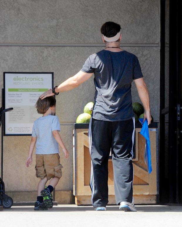Colin Farrell i Henry Tadeusz Farrell na zakupach w Los Angeles, 11 czerwiec 2014