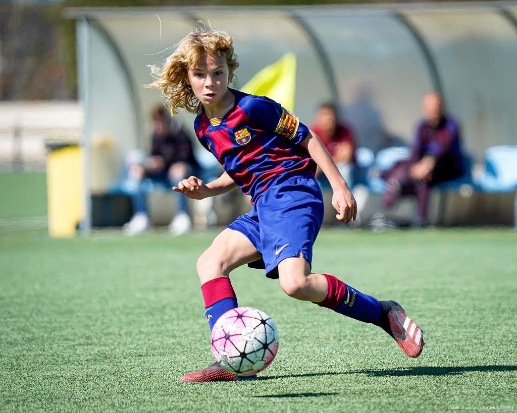 Michał Żuk gra w FC Barcelonie i chociaż jest obrońcą, strzelił już ponad 400 goli