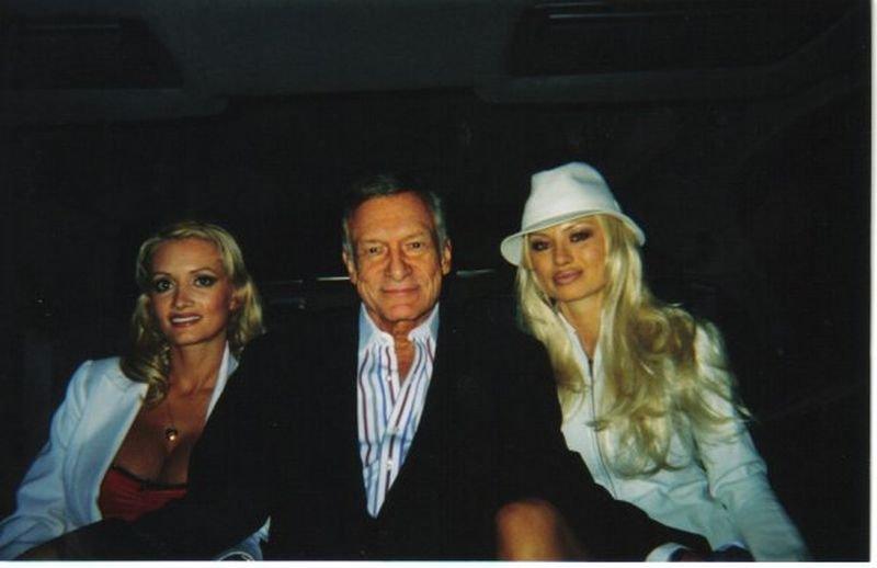 Izbella St. James z Holly Madison i Hugh Hefnerem