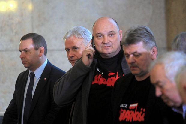 Jarosław Grzesik, Dominik Kolorz i inni liderzy związkowi przed rozpoczęciem rozmów z premier Kopacz