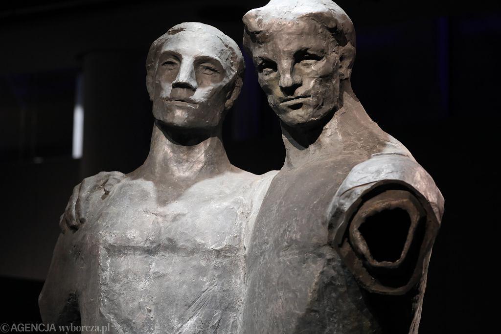 DESA Unicum - aukcja rzeźby 'Przyjaźń'