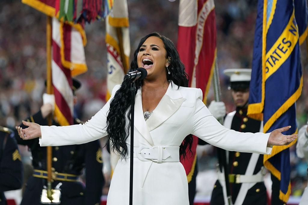 Super Bowl 2020 - Demi Lovato śpiewa hymn USA