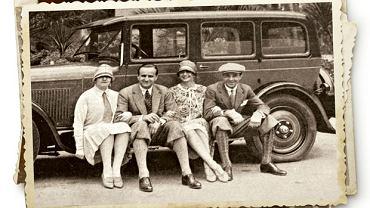 Rotmistrz Jerzy Sosnowski (drugi z lewej) z przyjaciółmi