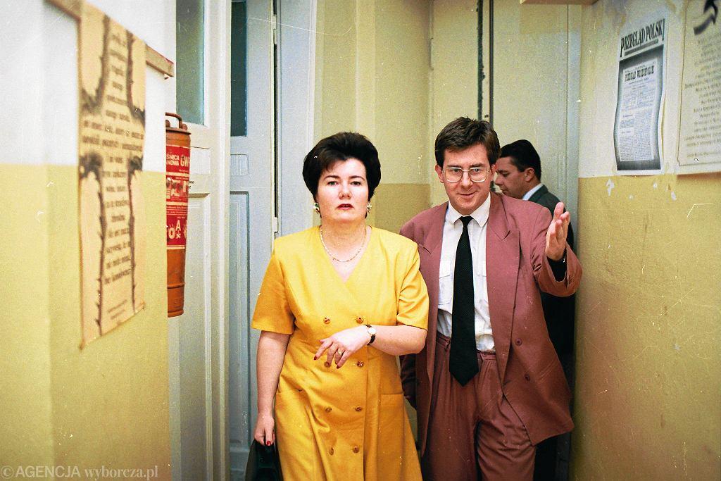 1995 r. Hanna Gronkiewicz Waltz, ówczesna prezes NBP i kandydat na prezydenta RP oraz Ryszard Czarnecki, prezes Zjednoczenia Chrześcijańsko-Narodowego w drodze na konferencję prasową.