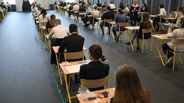 Matura 2021 - terminy. 'Zapewne zdarzą się sytuacje, gdzie możliwość przeprowadzenia egzaminu będzie ograniczona'