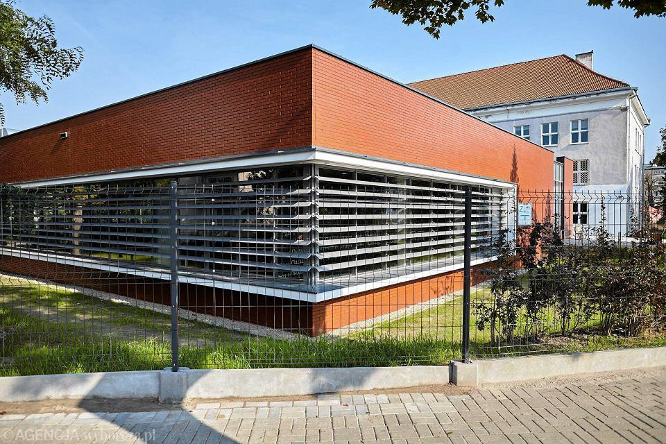 Zdjęcie numer 1 w galerii - VI LO w Gdyni ma wreszcie porządną salę gimnastyczną [ZDJĘCIA]