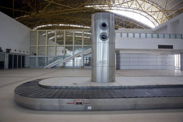 A baggage carousel is pictured inside the Jaisalmer Airport in desert state of Rajasthan, India, August 13, 2015. Two-and-a-half years after the completion of a new $17 million terminal building, the airport in Jaisalmer, a small and remote desert city in India's western Rajasthan state, stands empty. Not a single passenger has passed through the gates of an airport big enough to handle more than 300,000 travellers a year, with parking bays for three 180-seater narrow-body jets. India has spent more than $50 million since 2009 on eight airports that do not receive scheduled flights - white elephants that are a reminder of the pitfalls for Prime Minister Narendra Modi as he bets on an infrastructure drive to fuel growth. Picture taken August 13, 2015. REUTERS/Anindito Mukherjee