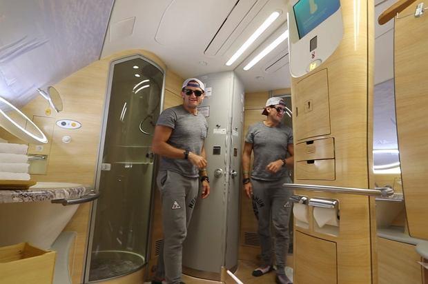 Łazienka na pokładzie samolotu linii lotniczych Emirates