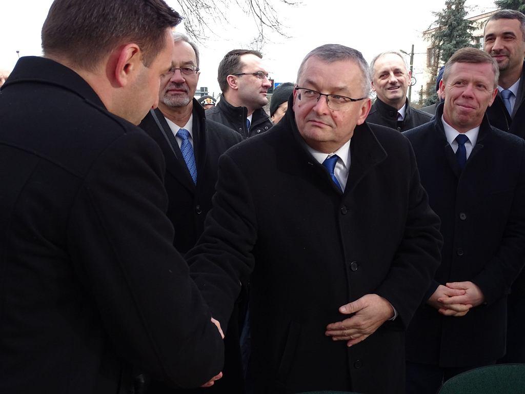 Podpisanie umowy na budowę S7 (odcinek II węzeł Szczepanowice - węzeł Widoma). Minister Andrzej Adamczyk