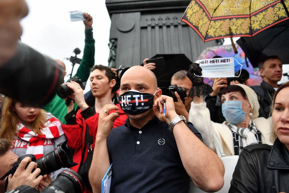Andriej Piwowarow podczas protestu w Moskwie po wynikach referendum konstytucyjnego, 15.06.2020