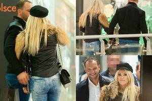 Paparazzo spotkał Dodę i Emila Stępnia na zakupach w warszawskiej galerii handlowej. Nie zachowują się tylko dobrzy znajomi.