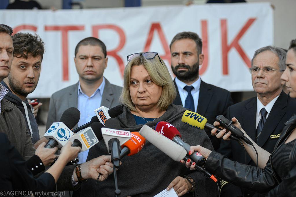 Konferencja prasowa związkowców przed strajkiem w PLL LOT