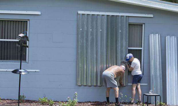 Mieszkańcy Vero Beach zabezpieczają domy przed nadejściem huraganu Dorian