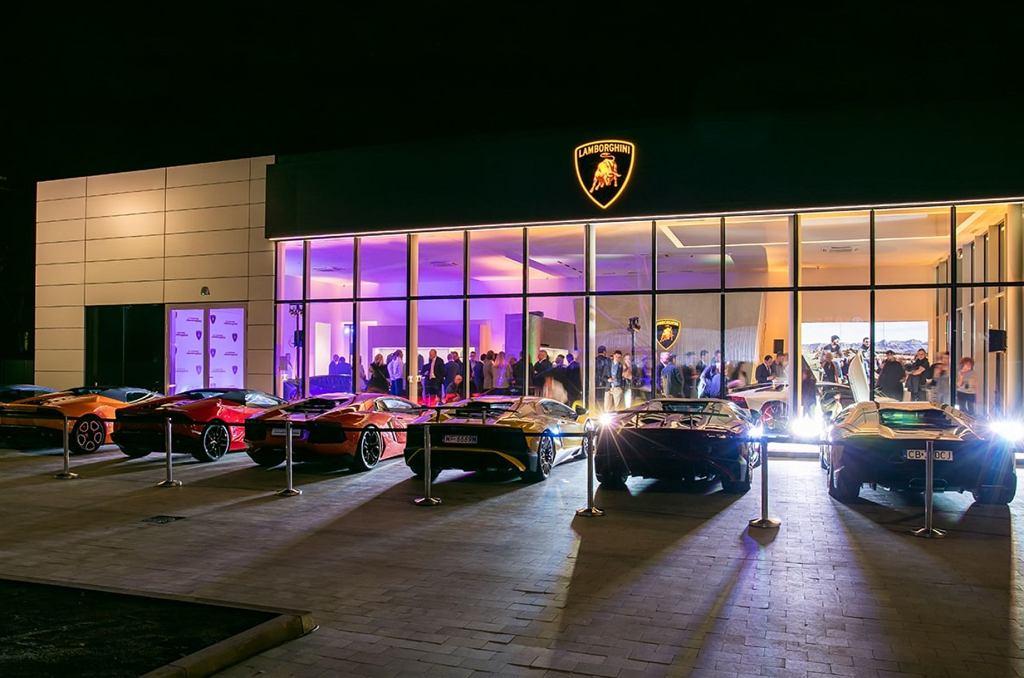 Przeprowadzka Bentleya i Lamborghini