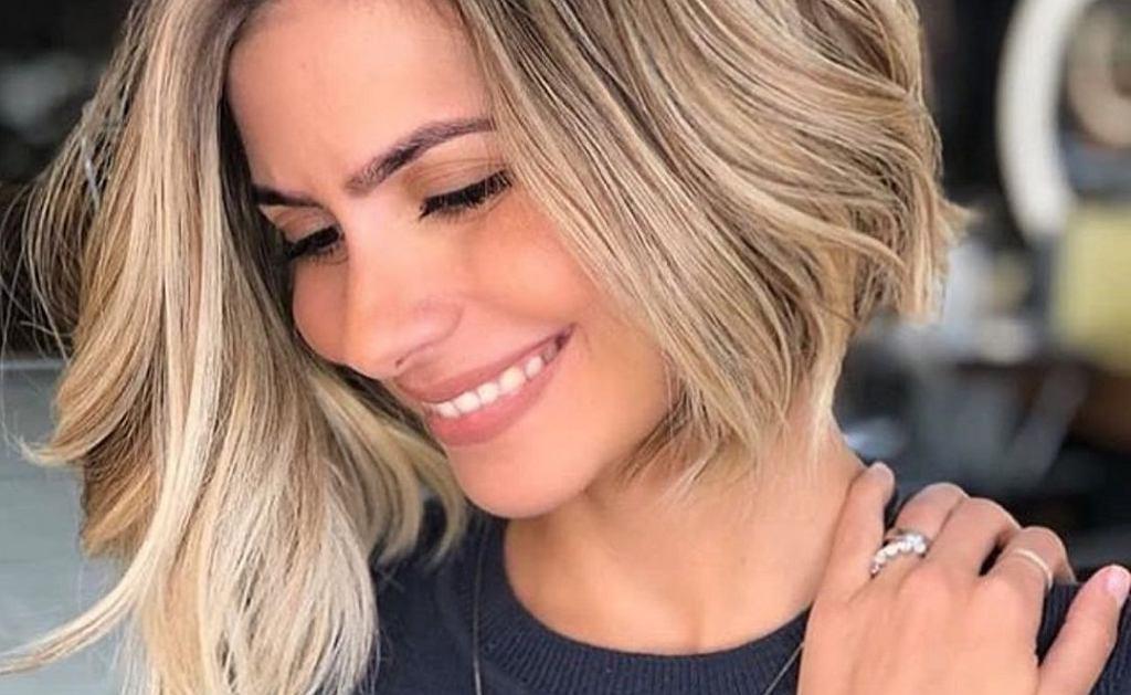 Jaki kolor włosów odmładza? Modne odcienie dla dojrzałych kobiet, które odejmą lat