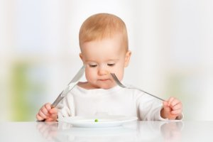 """Nowy schemat żywienia niemowląt: """"Dieta musi być smaczna i akceptowana przez dziecko"""" [WYWIAD]"""