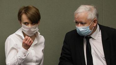 Jadwiga Emilewicz i Jarosław Kaczyński w Sejmie.