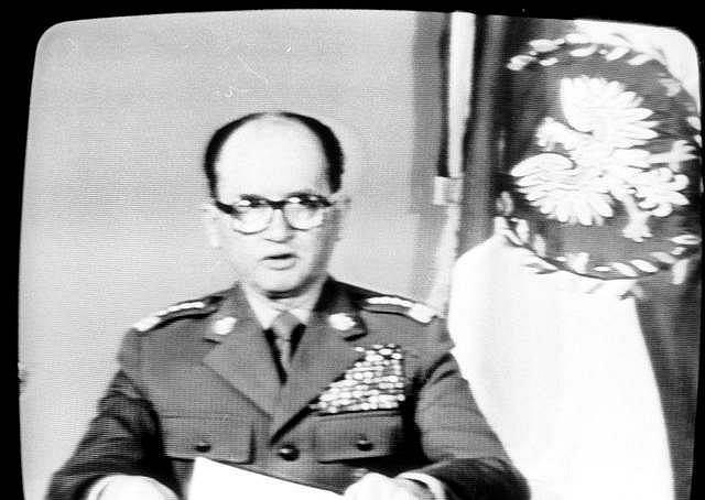 Generał Wojciech Jaruzelski informuje w TVP wprowadzeniu stanu wojennego na terenie PRL.