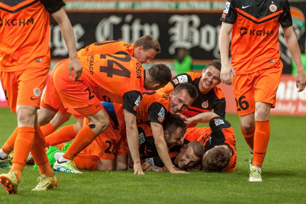 Radość piłkarzy Zagłębia po zwycięstwie nad Lechem