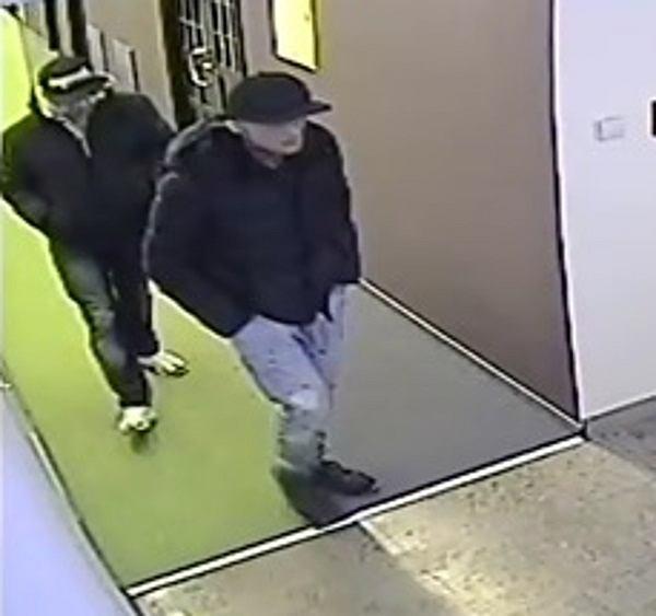 Kradzież w szpitalu na Targówku. Rozpoznajesz tych mężczyzn?