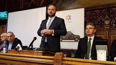 Jonny Daniels, założyciel fundacji 'From The Depths', która dba o pamięć o bohaterów Holocaustu podczas konferencji w brytyjskim parlamencie