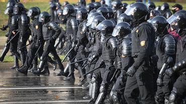 4.10.2020, Mińsk, siłowicy podczas ulicznych protestów