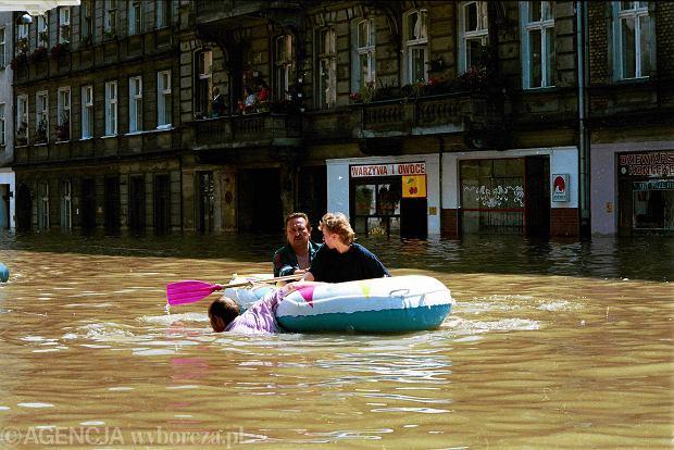 Zdjęcie numer 1 w galerii - 17 lat temu Odra zalała Wrocław. Tak wyglądało miasto [FOTO]