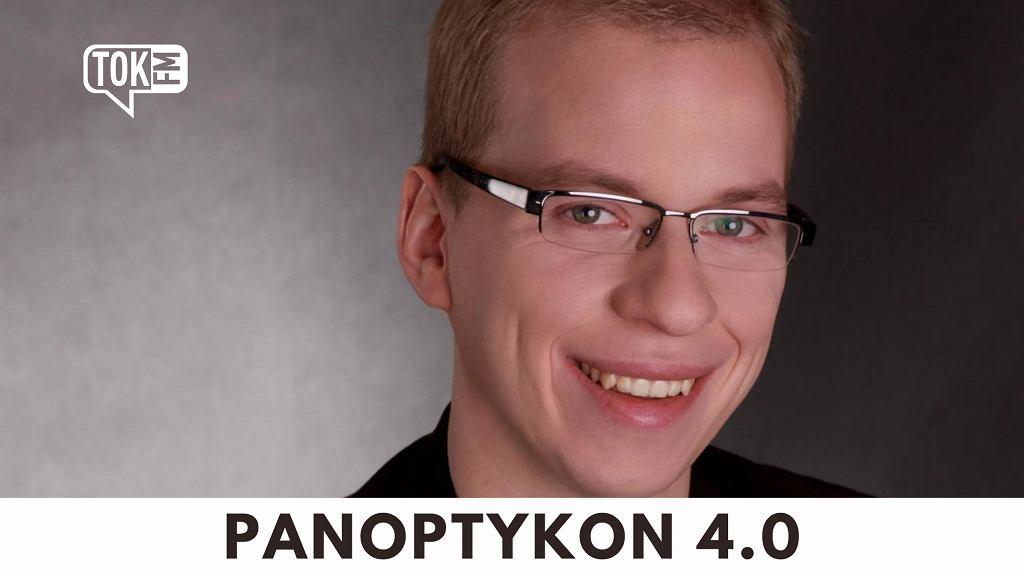 Okładka podcastu Panoptykon 4.0, na zdjęciu autor, Wojciech Klicki