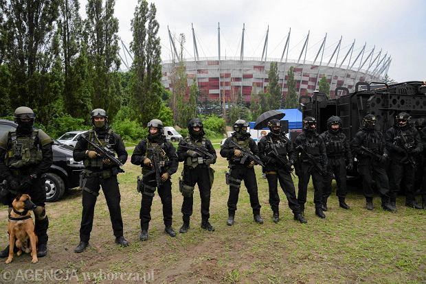 Warszawa. Stadion Narodowy. Ćwiczenia antyterrorystyczne przed szczytem NATO