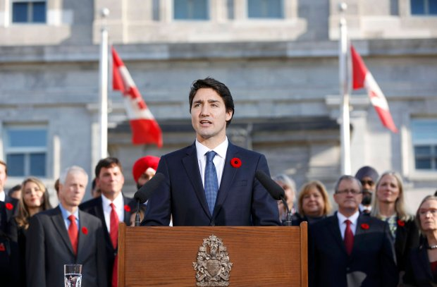 Prime Minister Justin Trudeau speaks to the crowds outside Rideau Hall after the Cabinet's swearing-in ceremony in Ottawa November 4, 2015. REUTERS/Blair Gable