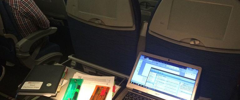 """Ekspert tłumaczy, dlaczego zawsze należy przełączać urządzenia w tryb samolotowy. """"Nie ryzykujmy"""""""