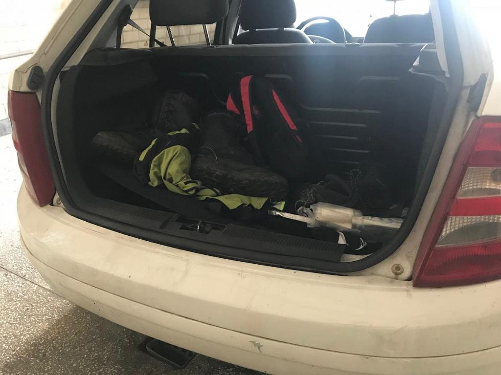 Auto, w którego bagażniku przewożono 29-latka