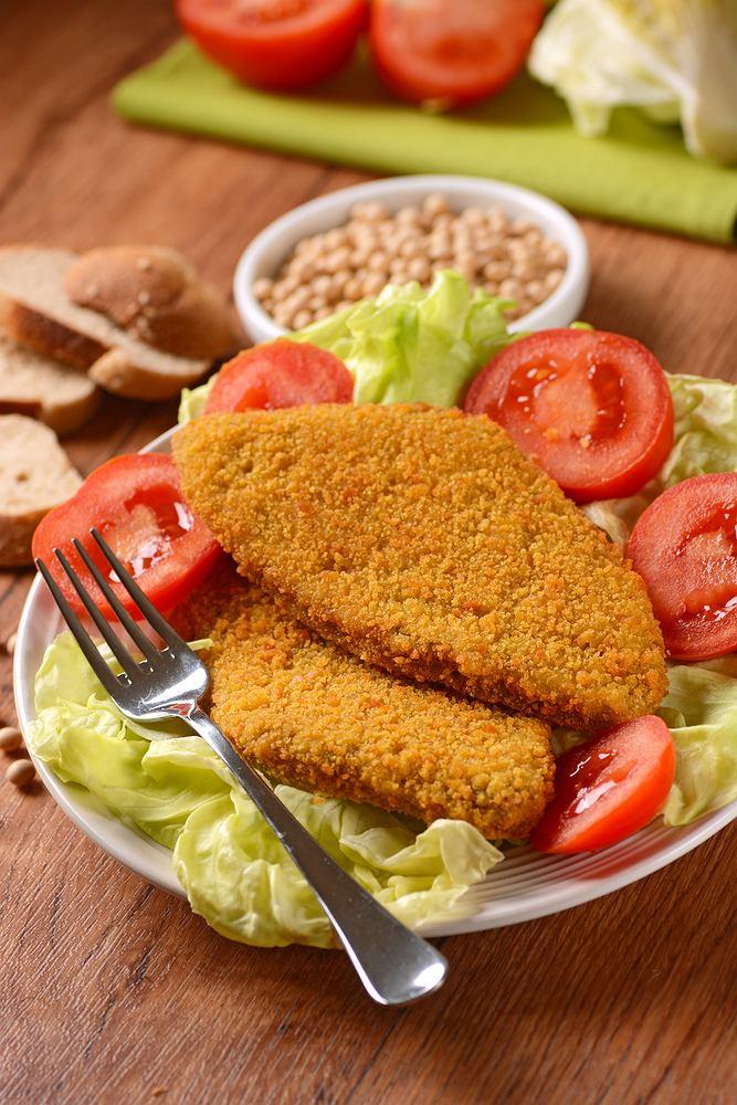 Kotlety sojowe to przepis na udany obiad. Zdjęcie ilustracyjne