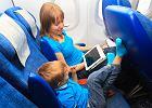 Pierwszy lot samolotem z dzieckiem. Podpowiadamy, jak ułatwić mu podróż lub sprawić, że pokocha latanie