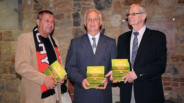 Na spotkaniu z okazji promocji książki. Od lewej Zbigniew Janikowski, Marian Piechaczek i Stefan Anioł - dawne gwiazdy GKS-u Tychy
