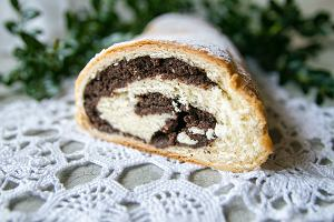 Makowiec - jedno z bardziej świątecznych ciast. Ale dlaczego w środku czasem robi się dziura? Sprawdzamy