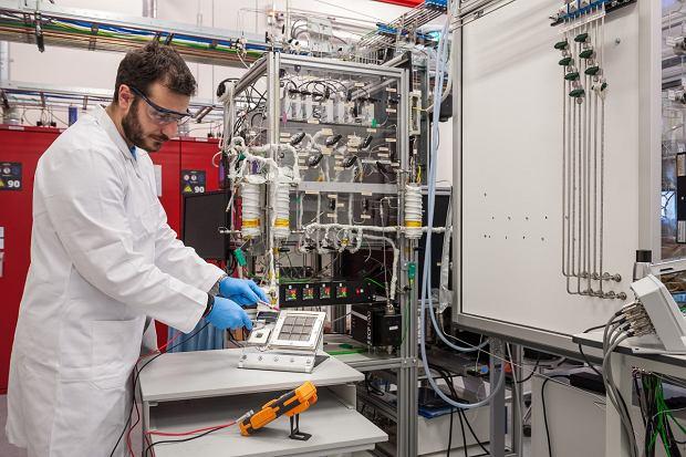 Toyota opracowuje urządzenie pozyskujące wodór z powietrza